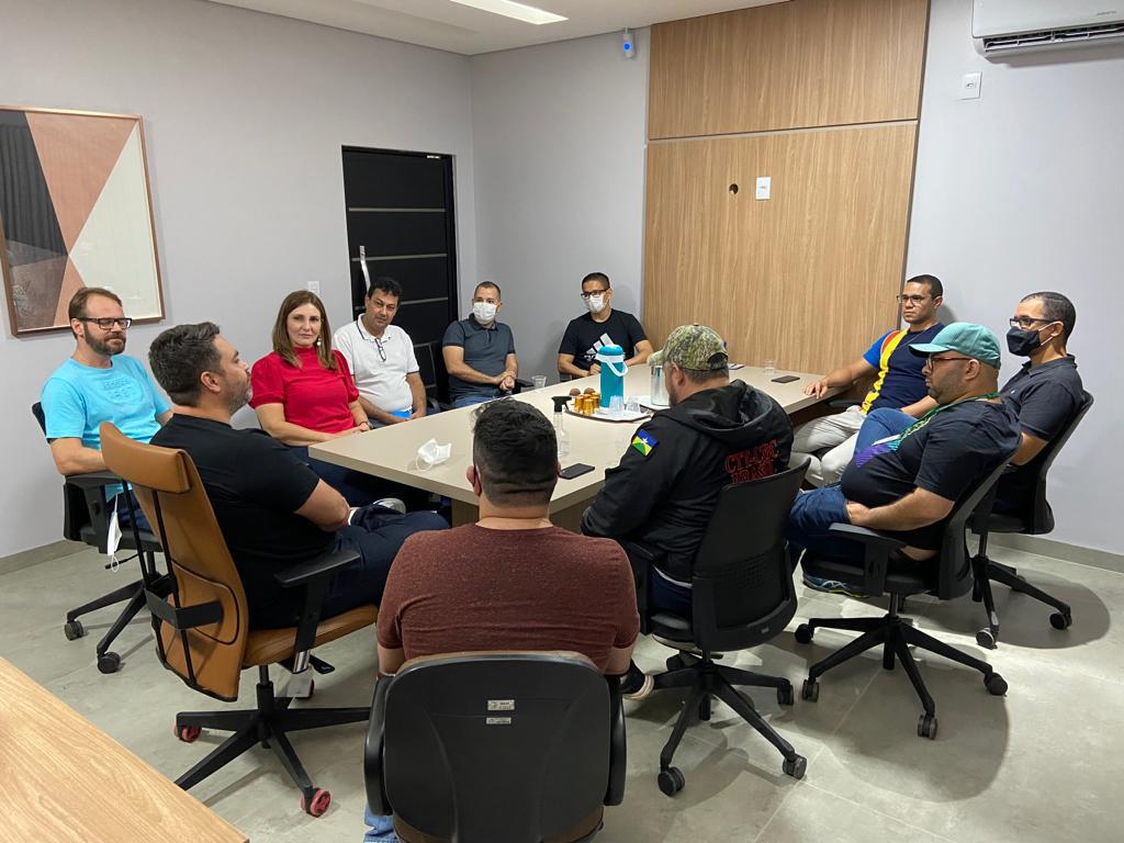 Léo Moraes visita sede do SINJUR, fala de planos políticos e promete apoio aos interesses da categoria